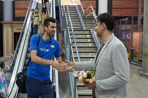 کاروان تیم ملی والیبال بدون استقبال داوری وارد تهران شد