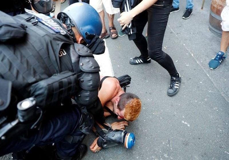 حمله پلیس فرانسه با گاز اشک آور به معترضان نشست گروه 7