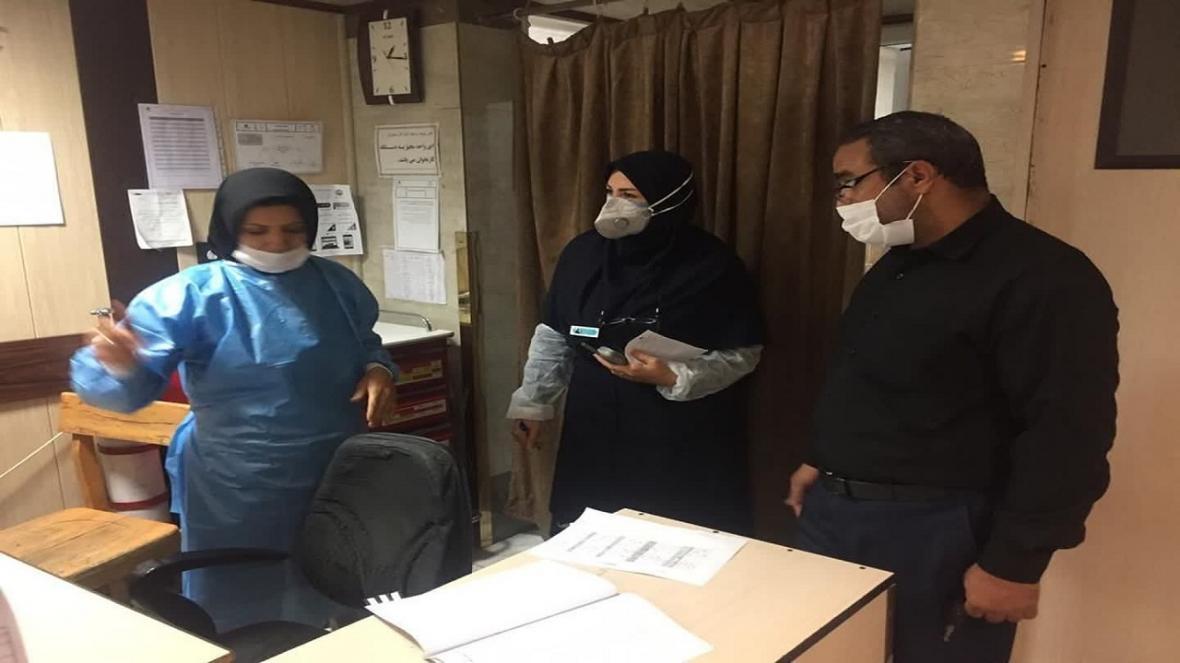 معاون درمان دانشگاه علوم پزشکی قم از یک مرکز درمانی کرونا بازدید کرد