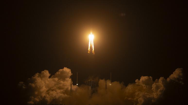 چینی ها در ماه فرود آمدند