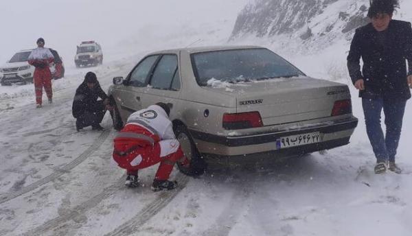 امدادرسانی هلال احمر به 463 نفر در راه ماندگان ناشی از برف و کولاک زنجان