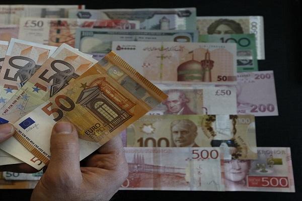 نرخ رسمی یورو و 21 ارز دیگر کاهش یافت